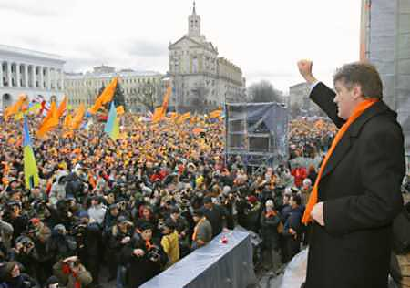 Ukraine's opposition presidential candidate Viktor Yushchenko addresses supporters during a rally in Kiev <font size=-2>(Source: Reuters)</font>