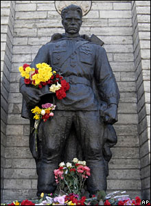 The Talinn statue depicts a tired Russian soldier returning home after defeating the Nazis. <font size=-2>(Source: BBC)</font>