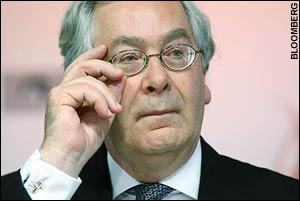 Mervyn King, Governor of the Bank of England. <font face=Arial size=-2>(Source: Bloomberg)</font>