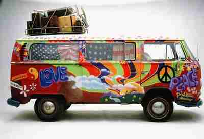 Volkswagen love bus from the 1960s <font face=Arial size=-2>(Source: worldcarfans.com)</font>