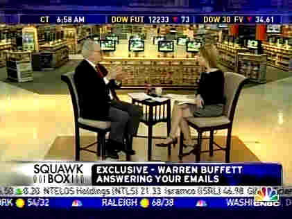 Warren Buffett being interviewed by CNBC anchor Becky Quick <font face=Arial size=-2>(Source: CNBC)</font>