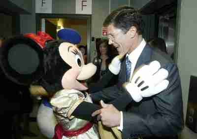 Merrill Lynch CEO John Thain meets Minnie Mouse <font face=Arial size=-2>(Source: ftalphaville.ft.com)</font>
