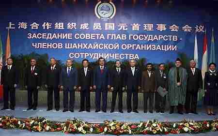 Shanghai Cooperation Organization group meeting in Dushanbe, capital of Tajikistan. <font face=Arial size=-2>(Source: Xinhua)</font>