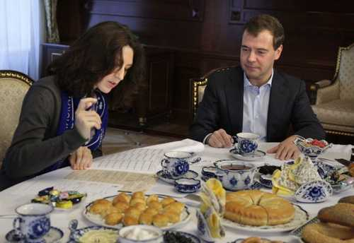 Russia's President Dmitry Medvedev speaks to a census worker (Moscow Times)