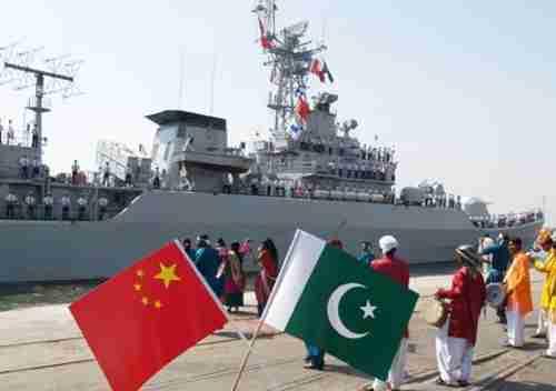 Chinese warship docked in Karachi, Pakistan, harbor (VOA)