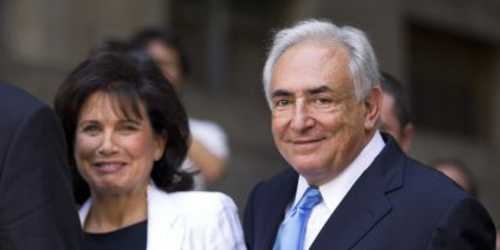 Dominique Strauss-Kahn and wife Anne Sinclair happy as they leave court on Friday (Le Monde)
