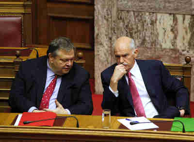 Greece's finance minister Evangelos Venizelos confers with president George Papandreou (Bloomberg)