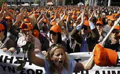 Rioters in Athens on Wednesday (Kathimerini)