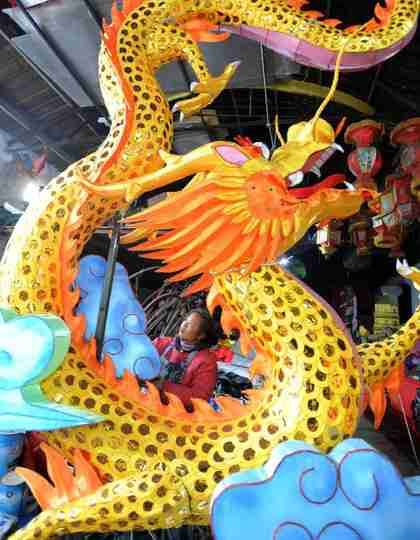 Chinese Lunar New Year dragon lanterns (Xinhua)