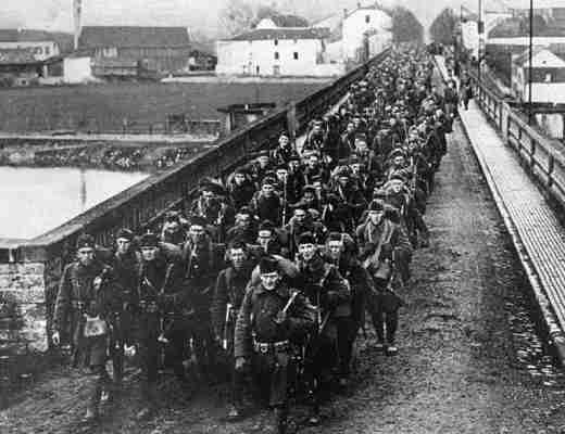 US troops cross Moselle into Germany in WW1 in 1917