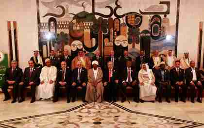 Arab leaders pose for group photo at Arab League summit on Thursday (AP)