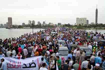 Protesters flood Tahrir Square on Friday (Bikya Masr)