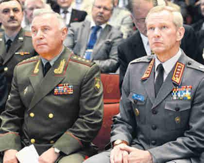 Russian General Nikolai Makarov (left) (Helsinki Times)