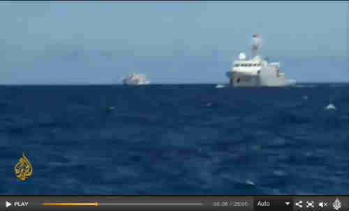 Two Chinese warships approach the al-Jazeera vessel