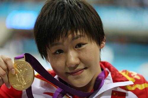 Chinese swimming superstar Ye Shiwen holding her gold medal