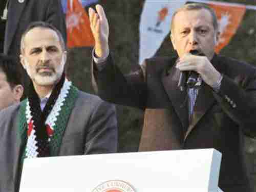 Erdogan (R) introduces Syrian opposition leader on Sunday (DHA)