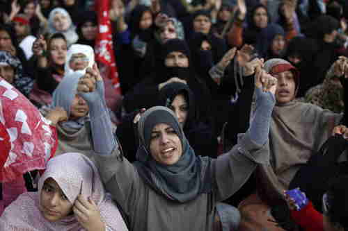 Pakistani Shia women protest the murder of 81 people in Quetta (Reuters)