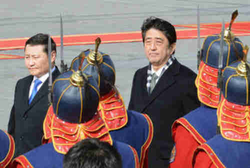Norov Altankhuyag and Shinzo Abe in Mongolia (Kyodo)