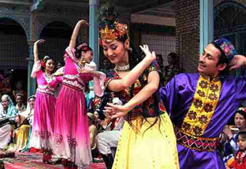 Uighur folk dance in Xinjiang province in 2006 (Xinhua)