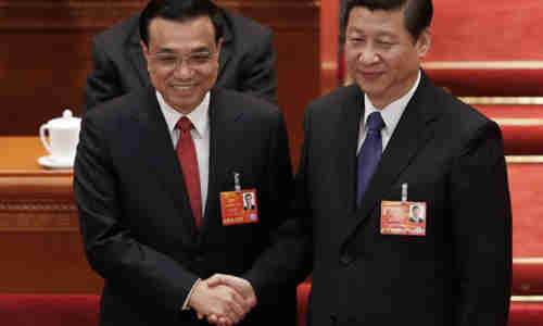 China's Prime Minister Li Keqiang (L) shakes hands with President Xi Jinping (Getty)