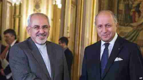 Iran's foreign minister Jawad Zarif and France's foreign minister Laurent Fabius (VOA)