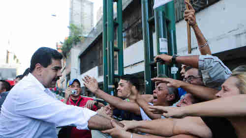Maduro meets with enthusiastic voters