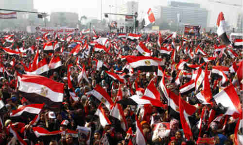 Supporters of Egypt's government cheer with national flags (Al-Ahram)