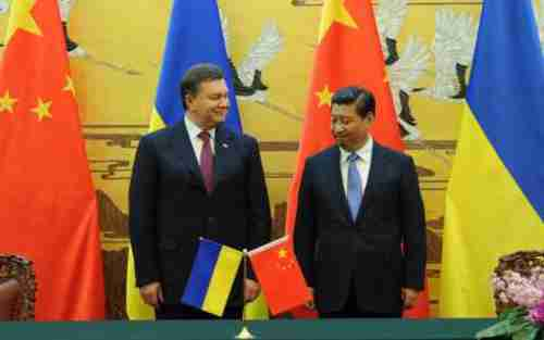 Ukraine's president Viktor Yanukovich and China's president Xi Jinping in December, signing a military and nuclear pact.  (AFP)
