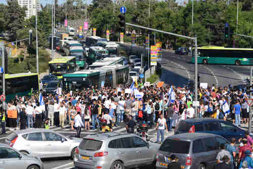Far-right Israeli protesters block intersection in Jerusalem, shouting 'Death to Arabs'