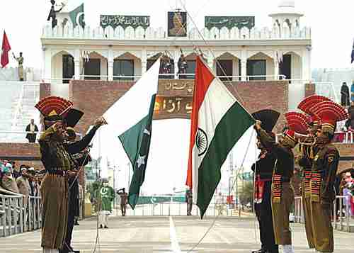 Flag-lowering ceremony at the Wagah border crossing between India and Pakistan