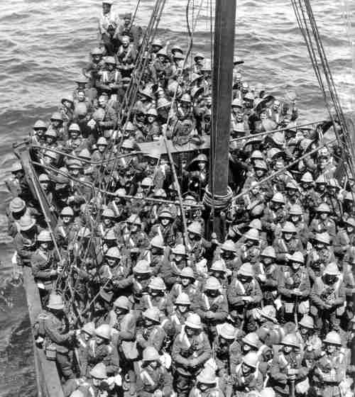 British soldiers just before landing at Gallipoli in 1915