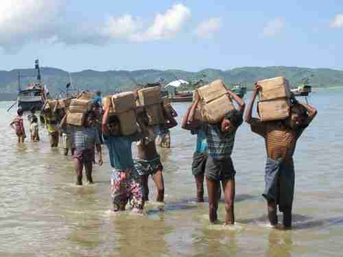 Aid being brought ashore at a Rohingya camp in Burma (Lowy)