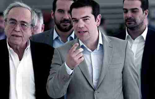 Prime Minister Alexis Tsipras (center) speaks with Minister of Culture Aristides Baltas (L) in Athens (Kathimerini)