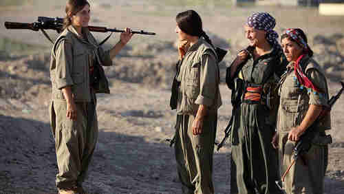Kurdish women fighting ISIS in Iraq (AFP)