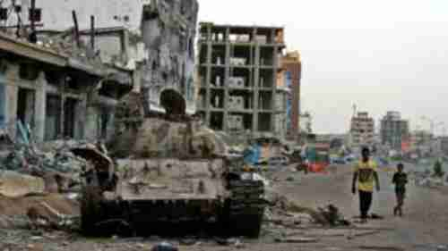 Tank destroyed in clashes between Houthis and government forces in Aden (BBC)