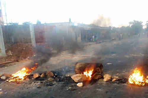 Burning barricades in Bujumbura, Burundi's capital city, last year (UN)
