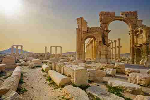 Ruins of Hadrian's Gate, Palmyra -- what it used to look like before the ISIS invasion (Getty)