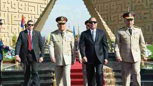 Abdel al-Fattah al-Sisi with military guard