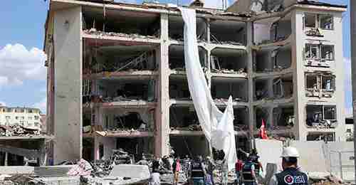 Police headquarters in Mardin after bombing on Wednesday (Reuters)