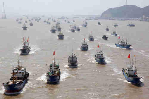 3,000 boat Chinese fishing fleet on Sept 16, 2013 (Xinhua)