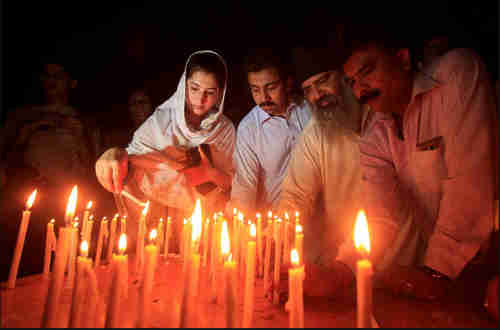 Residents light candles to honor victims of the Quetta blast on Monday (Reuters)