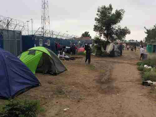 Refugees camped on the Serbian side of the border with Hungary (Balkan Insight)
