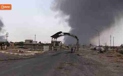Smoke rising from a burning oil well in the town of Qayyara as set on fire by ISIS as they fled the town (Rudaw)