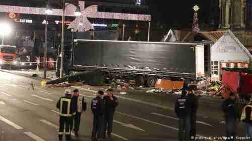 Aftermath of truck massacre in Berlin (DW)