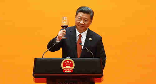 Chinese President Xi Jinping makes a toast at the beginning of the welcoming banquet at the Great Hall of the People during the first day of the Belt and Road Forum in Beijing, China, May 14, 2017 (Reuters)