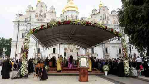 The Pechersk Lavra church in Kiev must now change its allegiance from Moscow to Kiev.  There are fears that this struggle will lead to violence.  (Sputnik)