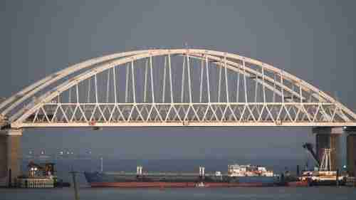 Russia on November 25 blockaded the Sea of Azov with a tanker underneath the Kerch Strait bridge (AP)