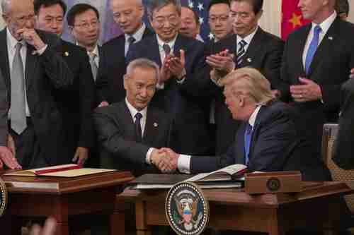 Chinese Vice-Premier Liu and Donald Trump shake hands after signing the agreement (SCMP)