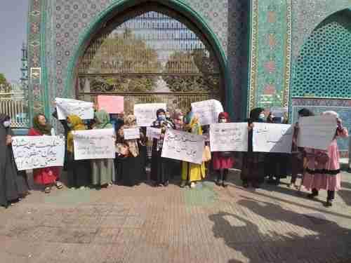 Women's demonstration in Mazar-i-Sharif, Afghanistan, on 6-Sept (Reuters)