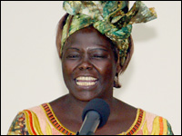 Nobel Peace Prize winner Wangari Maathai in Nairobi, Oct. 8, 2004. <font size=-2>(Source: Reuters)</font>